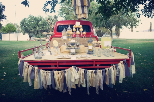 Photography by Jeanna Hayes. Source: http://blog.amyatlas.com/2010/10/dessert-table-on-a-truck-guest-feature/